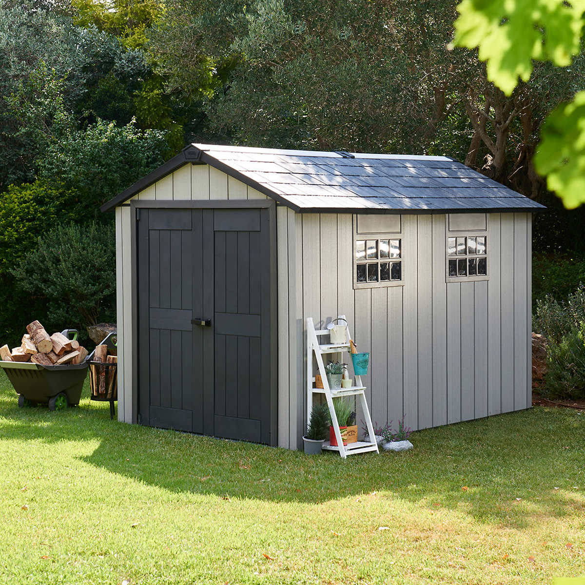 A-simple-gray-shed-with-a-familiar-design